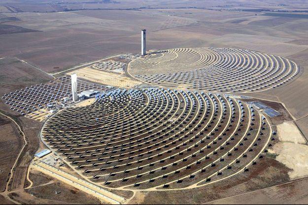 Illustration d'une centrale solaire à concentration de puissance.