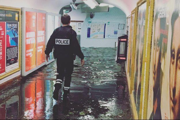 Des inondations ont été constatées dans la station de métro Alma Marceau, sur la ligne 9 du métro parisien.