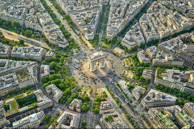 Vue aérienne de la place de l'Etoile à Paris.