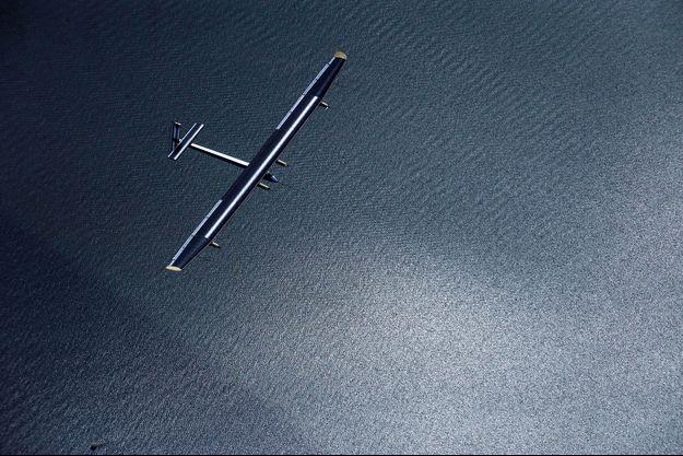 Solar Impulse dans les airs pour un vol sans retour possible.
