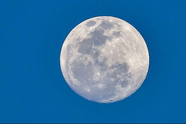 La Lune vue depuis Panama, samedi.
