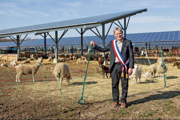 Jean-Claude Mensch 73 ans, maire de Ungersheim, commune modèle en matière de transition énergétique.