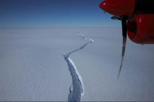 La fissure formée par le détachement de l'iceberg.