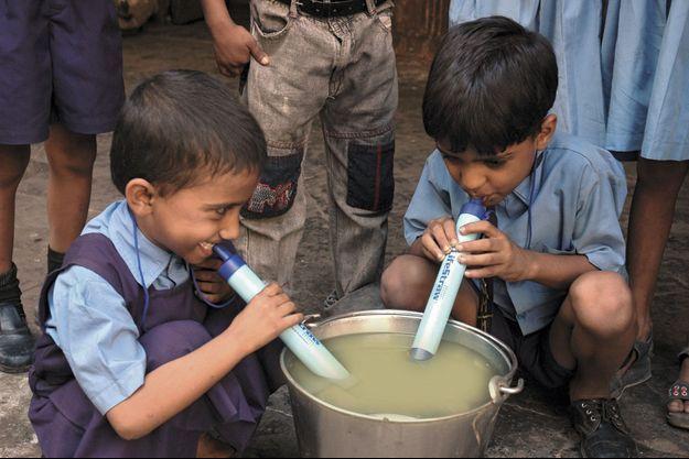 Avec la paille LifeStraw, n'importe qui à travers le monde a accès à une eau de qualité.