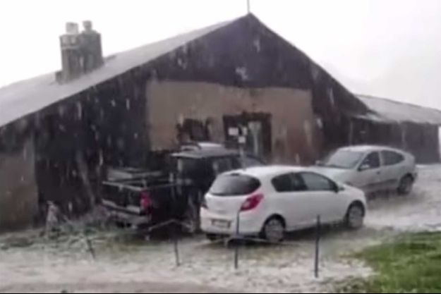 Lors de la tempête de grêle en Italie, lundi.