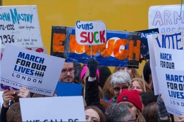 Des expatriés américains manifestent à Londres en 2018 contre les armes à feu aux Etats-Unis. Image d'illustration.