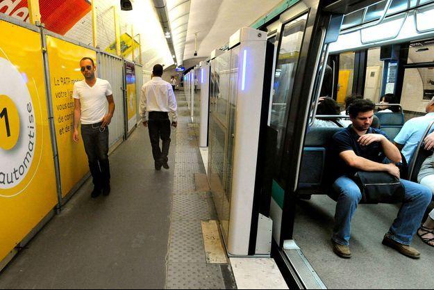 Sur la ligne 1, station Les Sablons, à Neuilly-sur-Seine, en 2009, lorsque la ligne est devenue entièrement automatisée.