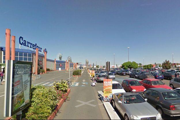 Sur le parking du centre commercial des Atlantes, à Saint-Pierre-des-Corps (image d'illustration).