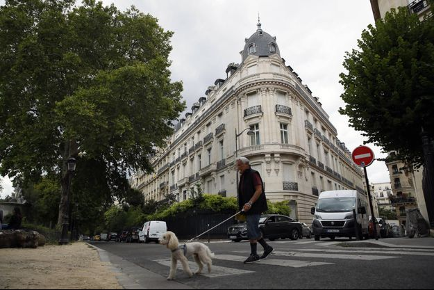 Jeffrey Epstein possédait un appartement dans ce quartier, à Paris.
