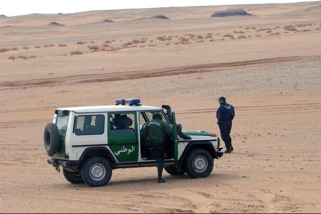 Des policiers algériens.