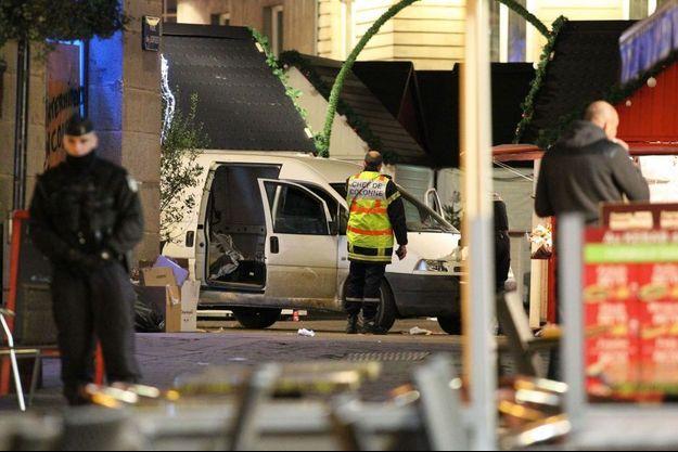 Un homme a foncé dans la foule à Nantes lundi soir.
