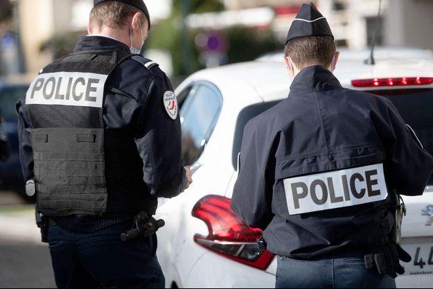 Des policiers en Ardèche.