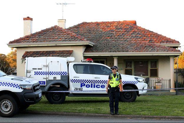 La police devant le domicile familial de Perth, en Australie.