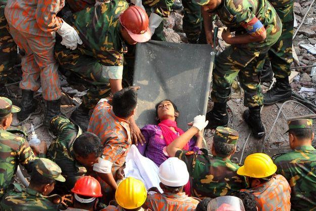 Reshma a été sortie des décombres ce vendredi, 17 jours après l'effondrement de l'immeuble.
