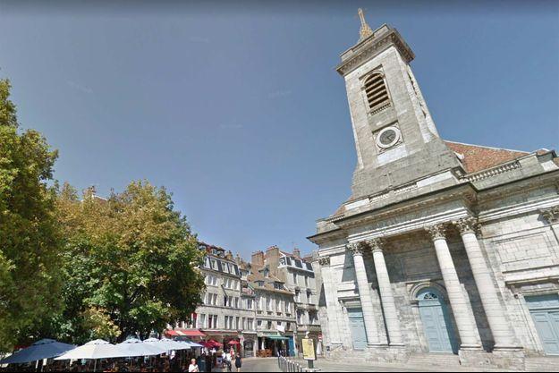 Un automobiliste a percuté une terrasse, sans faire de blessé, à Besançon.