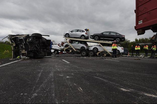 Le violent carambolage survenu lundi 25 avril sur l'A13.
