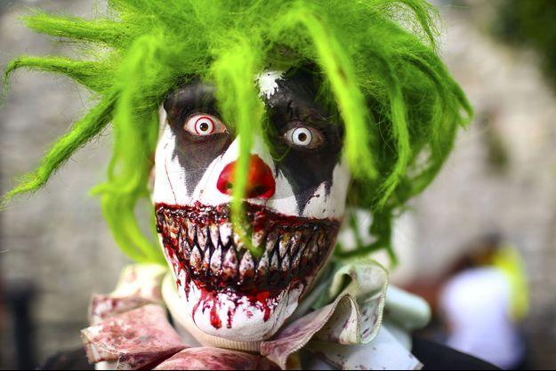 Un homme déguisé en clown dans un parc à thème de Potsdam (image d'illustration)