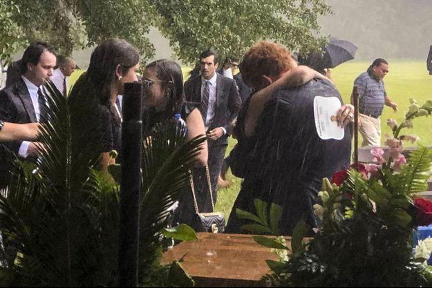 Les proches de Maggie et Paul Murdaugh, lors de leurs funérailles.