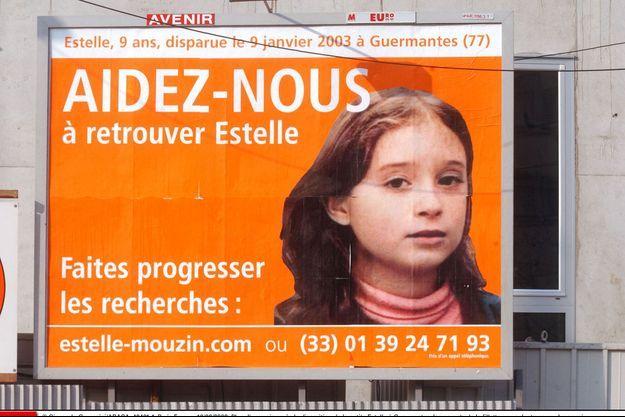 Un avis de recherche pour retrouver Estelle Mouzin, ici sur un panneau à Paris en février 2003.