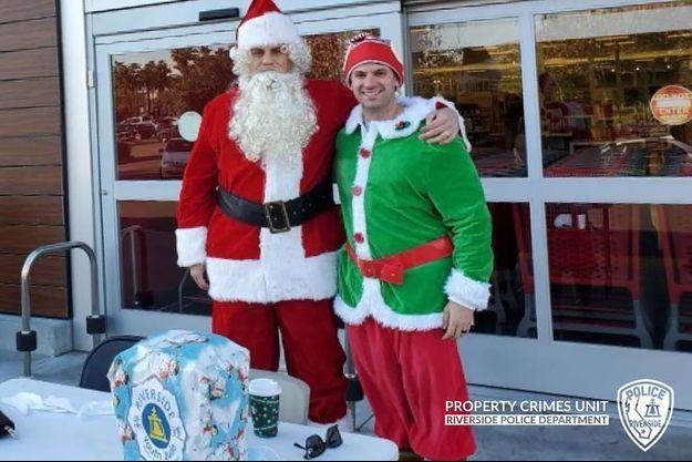 Les agents sous couverture étaient habillés en Père Noël et en elfe.