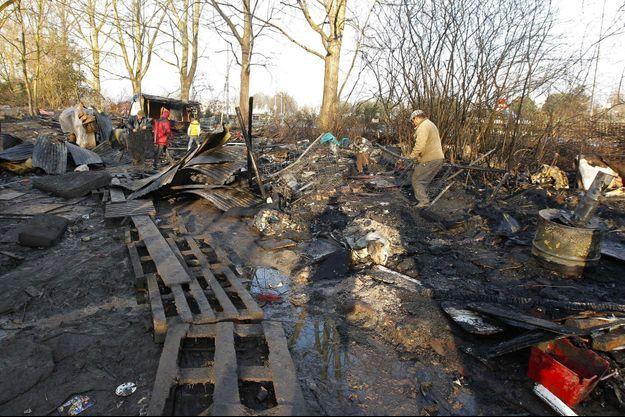 Photo d'illustration d'un incendie dans un camp de roms à Lille en 2013.
