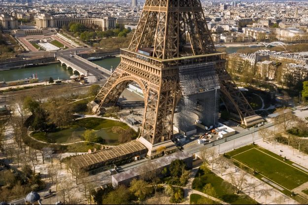 Une vue du Champ-de-Mars où s'est déroulée l'agression dimanche, et de la Tour Eiffel.