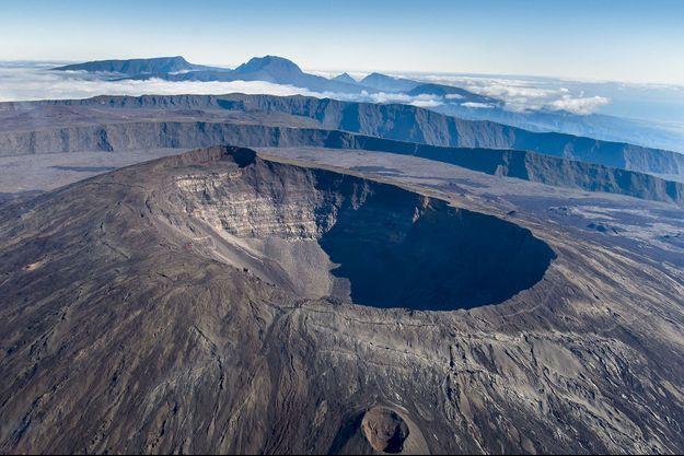 Vue aérienne du Piton de la Fournaise, à la Réunion.