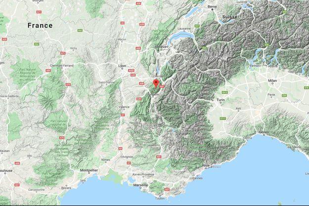 Les recherches ont débuté à 2H00 dans la nuit de samedi à dimanche sur la commune de Saint-Pierre-de-Chartreuse, près de Grenoble, après que les proches des spéléologues eurent alerté les secours qu'ils n'étaient pas rentrés samedi à 18H00.