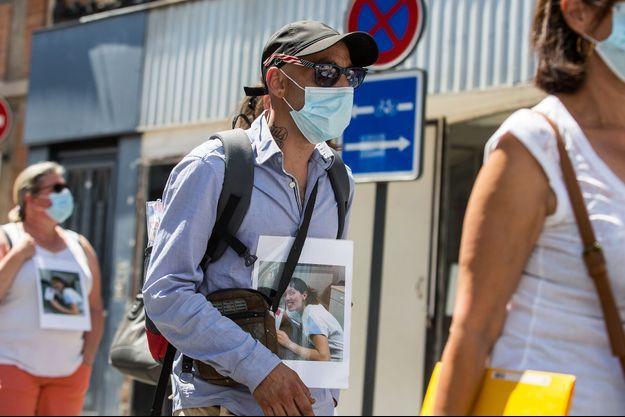 Cédric Jubillar photographié lors d'une marche blanche pour sa femme Delphine Jubillar, le 12 juin à Albi.