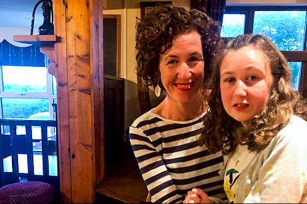 Nora (à d.) avec sa mère Meabh Quoirin, sur un cliché diffusé par la famille.