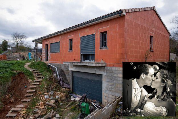 La maison du couple, à Cagnac-les-Mines, en décembre 2020. Delphine comptait la revendre pour financer sa nouvelle vie, loin de Cédric. En médaillon, Cédirc et Delphine Jubillar.