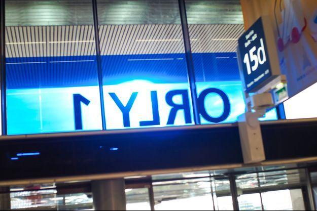 Une entrée à l'aéroport de Paris-Orly.