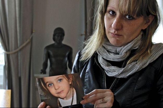 Le 17 mai, Cécile Bourgeon était photographiée par notre reporter dans le cabinet de son avocat, avant de se rendre à la reconstitution organisée dans le parc.