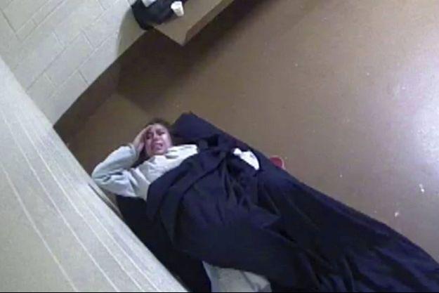 Diana Sanchez, filmée dans sa cellule lors de son accouchement.