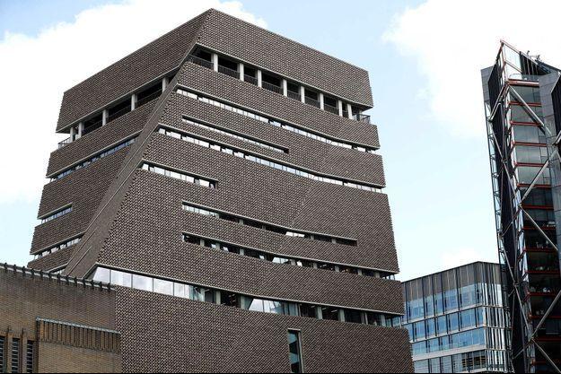 Le musée Tate Modern, musée d'art moderne situé sur les rives de la Tamise.