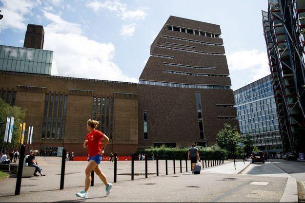 Le Tate Modern, musée d'art moderne situé sur les rives de la Tamise.