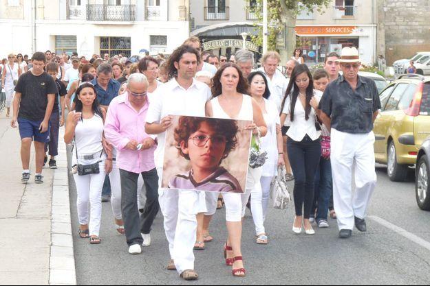 Les parents du petit Khoren lors d'une marche blanche en 2011.