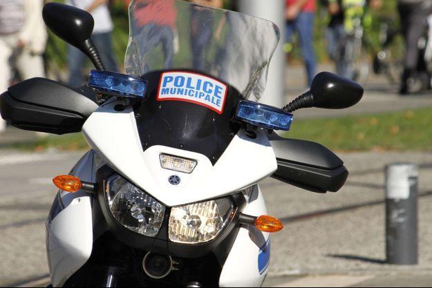 Une moto de la police municipale, à Grenoble.