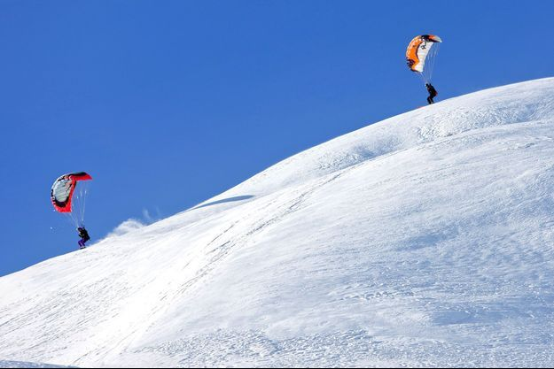 """Deux """"speed riders"""" dans les Alpes (image d'illustration)."""