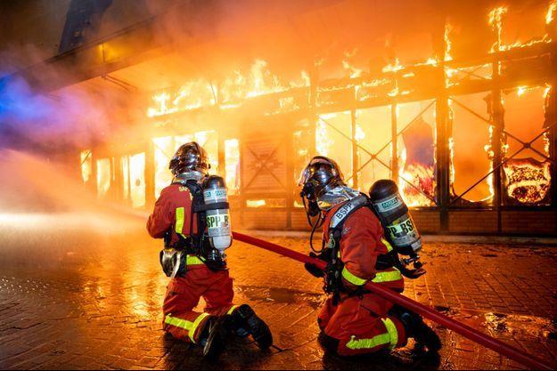 L'incendie du marché couvert de Levallois-Perret.