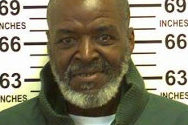 James Edward Webb est un violeur bien connu de la justice. Il purge actuellement une peine de 75 ans de prison.