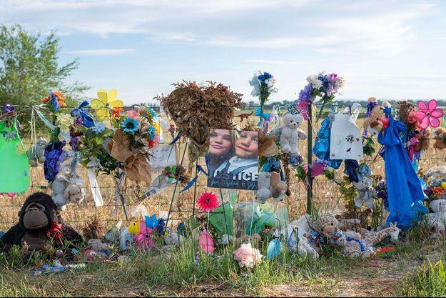 Le mémorial pour JJ et Tylee a disparu.