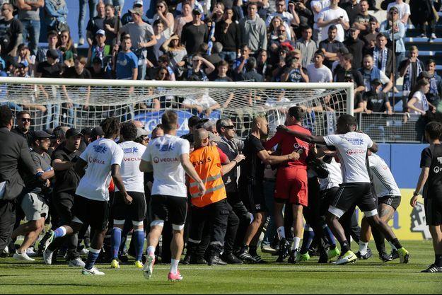 Des supporters de Bastia ont investi le terrain lors du match Bastia-Lyon, le 16 avril dernier.