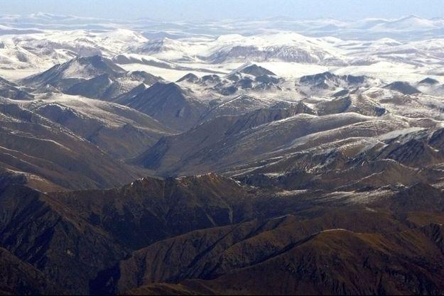La chaîne de montagnes de l'Himalaya vue depuis le Népal (image d'illustration).