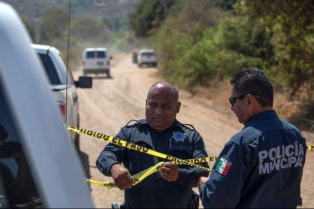 La police sur les lieux où les deux enfants ont été découverts, au Mexique, près de la frontière avec la Californie.