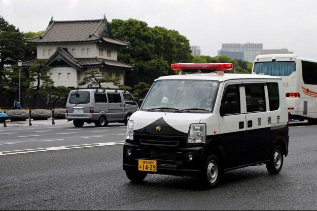 Une voiture de police à Tokyo. Image d'illustration.