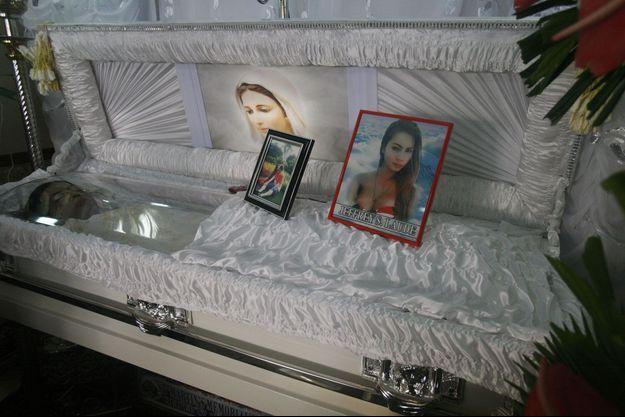 Le corps de la victime a été exposé lors de ses obsèques.