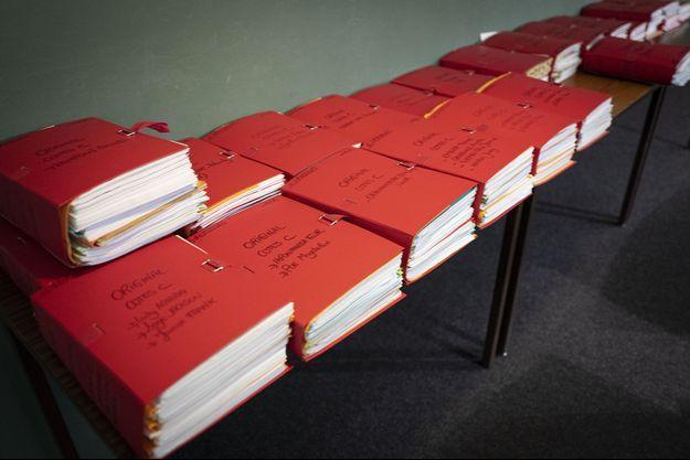 Les dossiers du procès du réseau de proxénétisme au tribunal de Lyon, photographiés le 6 novembre.