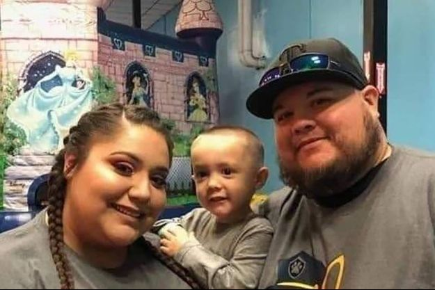 Le petit Raiden et ses parents