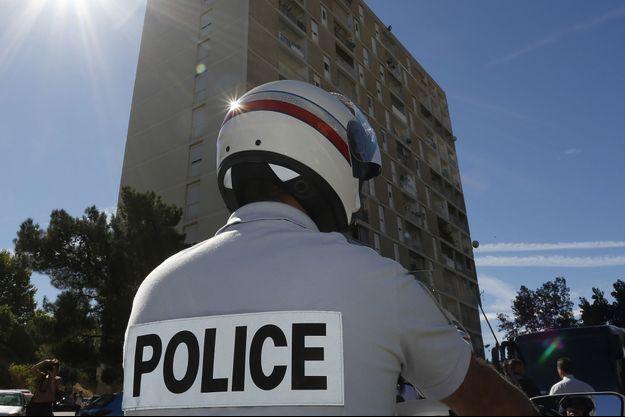 L'un des trois cambrioleurs a été arrêté par la police mardi.